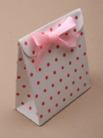 Pink spotted white favour box (Code 1657)